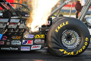 top_fuel_dragster_specs_dirty_hero_091
